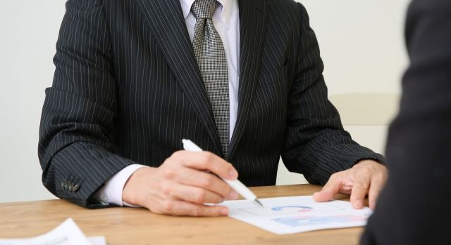 査定価格を提示されても即答しない。営業マンには流されないようにする!