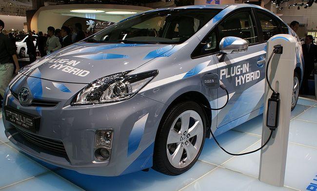 プラグインハイブリッド(PHV・PHEV)とは? 充電できるハイブリッド車