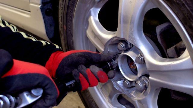 スタッドレスタイヤや夏タイヤに交換したときのタイヤの保管方法はどうする?