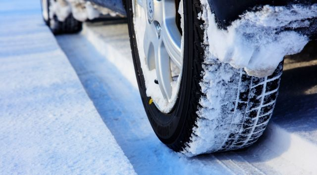 雪道に強いスタッドレスタイヤを選ぶなら人気が高いメーカーを選べ! ブリジストンのブリザックが最強!?
