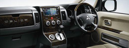 三菱 デリカD:5を買うならガソリン車とディーゼル車のどっちがお得?